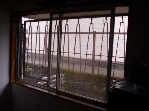 カーテンレールが撤去されたところ。いざ、内窓設置です。
