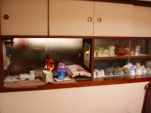 作り付け棚も完了。畳の下まで壁面がきていたので畳まで剥いでの施工でした。